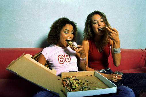 scatole pizza cartone ragazze