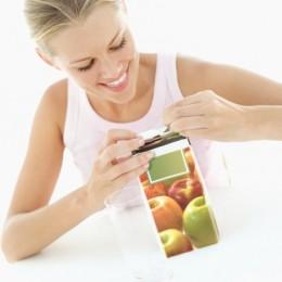 donna succo di frutta cartone