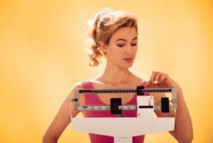 donna bilancia dieta peso