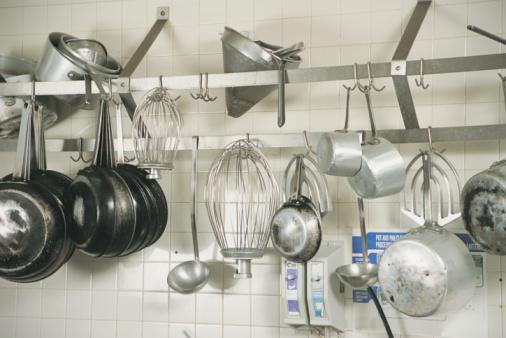 utensili da cucina e pentole