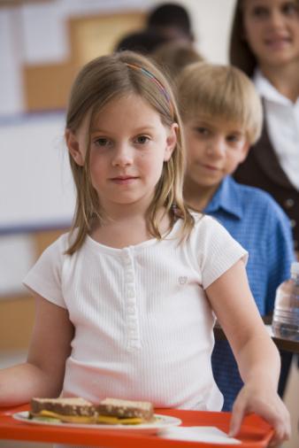 bambina mensa scolastica