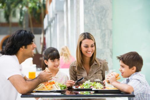 famiglia pranzo