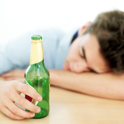 adolescente alcol