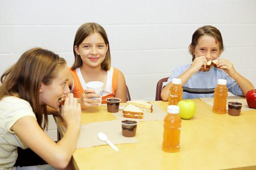 mensa scolastica ragazzini