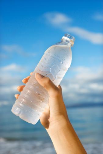 acqua bottiglia plastica