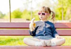 bambino frutta banana
