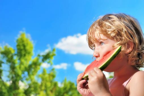 bambino frutta natura