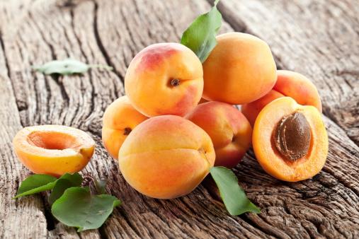 albicocche frutta 165089494