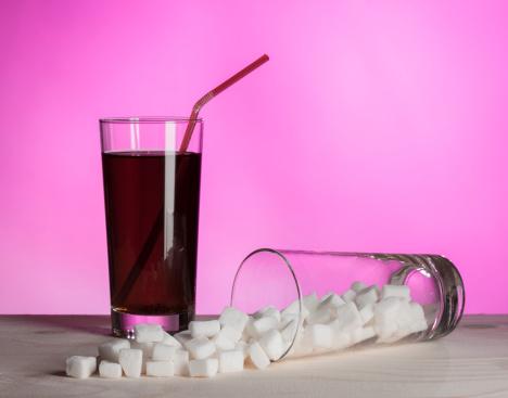 bibite bevande cola zucchero 163975916