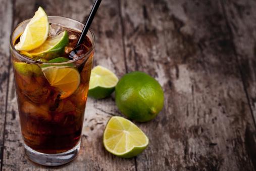zucchero cola bibita 155218647