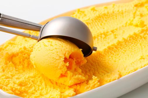 gelato giallo 168820646