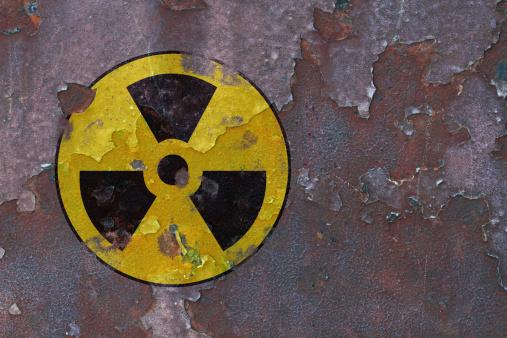attenzione pericolo radioattivo 178977894