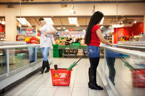 spesa supermercato 176855416