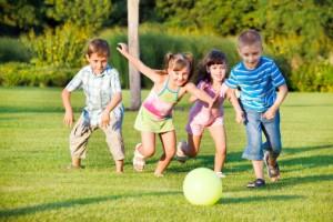 bambini sport movimento ginnastica 106542869