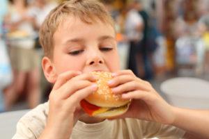 hamburger carne bambini 153733807