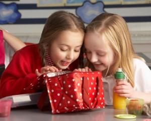 merenda bambini scuola 119417656 alimentazione
