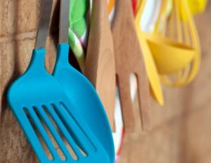 silicone plastica utensili cucina paletta 168733279