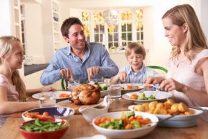 pranzo cibo famiglia 112808754