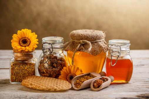 miele , zucchero 177791359