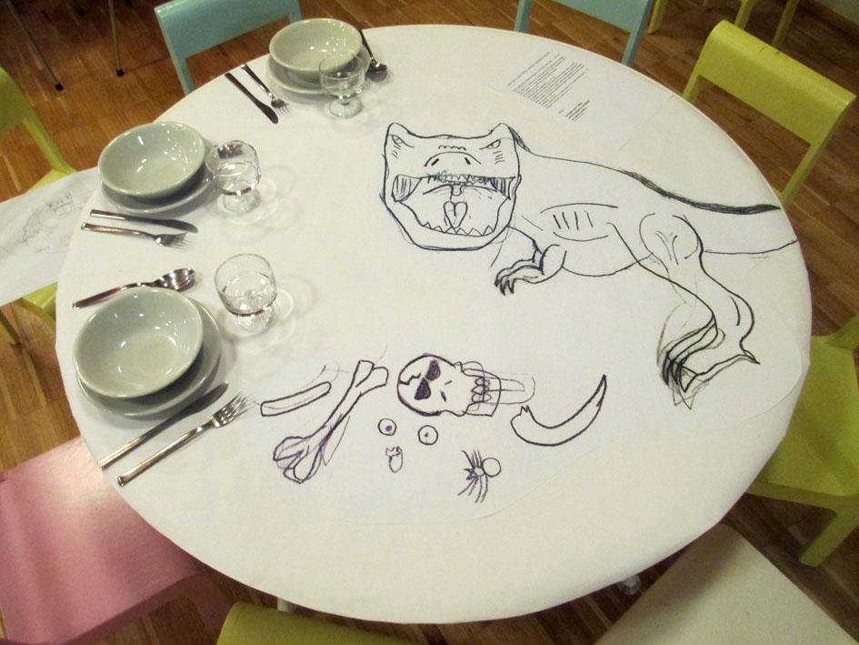 Frutta a scuola tavolo con T-rex