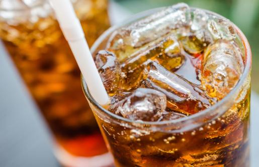 bibite senza zucchero gassate cola bevanda 181397947