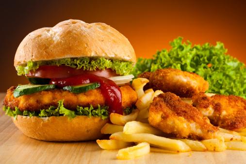 ridurre le calorie hamburger fast food 134218877