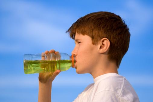 sport drink ragazzo bevanda 146066122