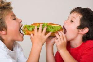 bambini obesi fast food vicini