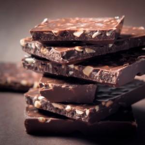 cioccolato mandorle 177322765 corpo estraneo