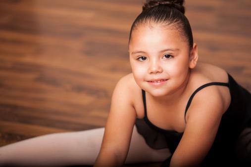 bambina obesa danza 186032676