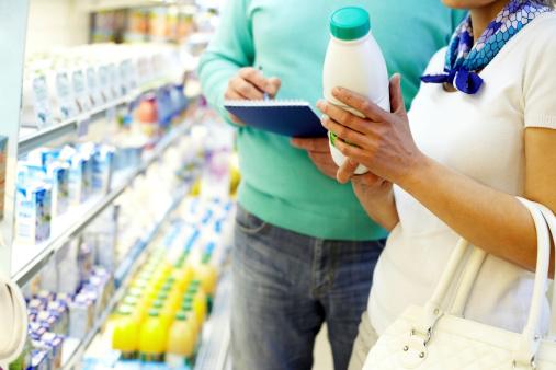 latte uht supermercato frigo166199398