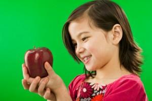video mele bambini frutta educazione alimentare 137110445