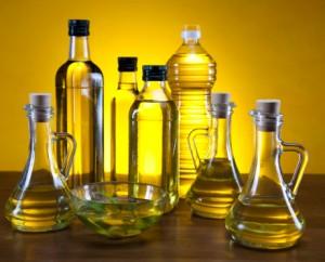 olio extra vergine di oliva 163652896