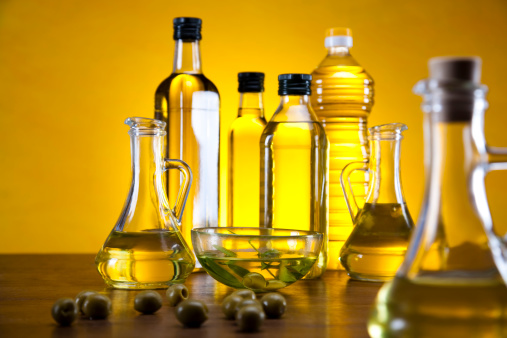 olio extra vergine di oliva 164655846