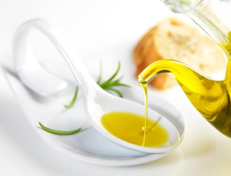 olio extravergine di oliva 164873537