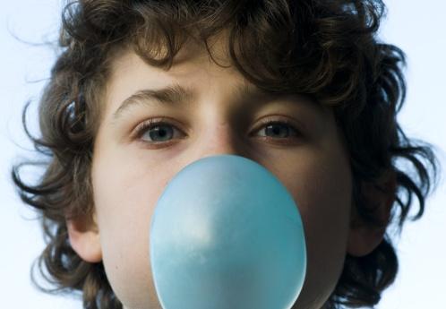 bambino gomma caramelle dolci 145242951