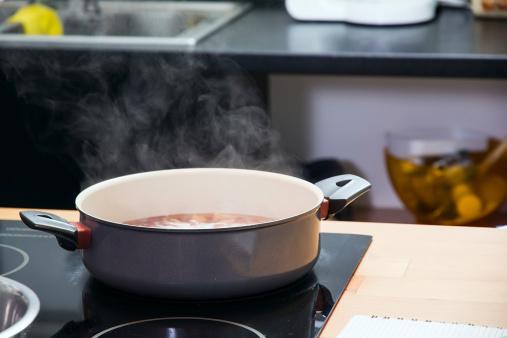 cucinare scaldare 468801477