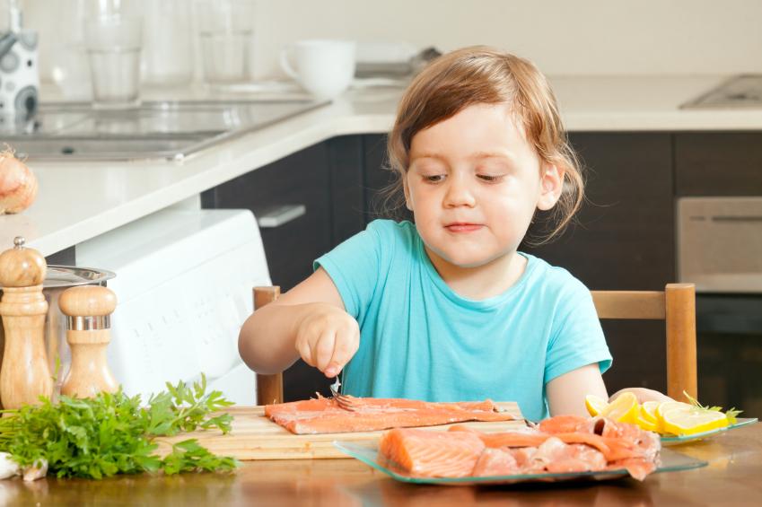 salmone bambina cucina