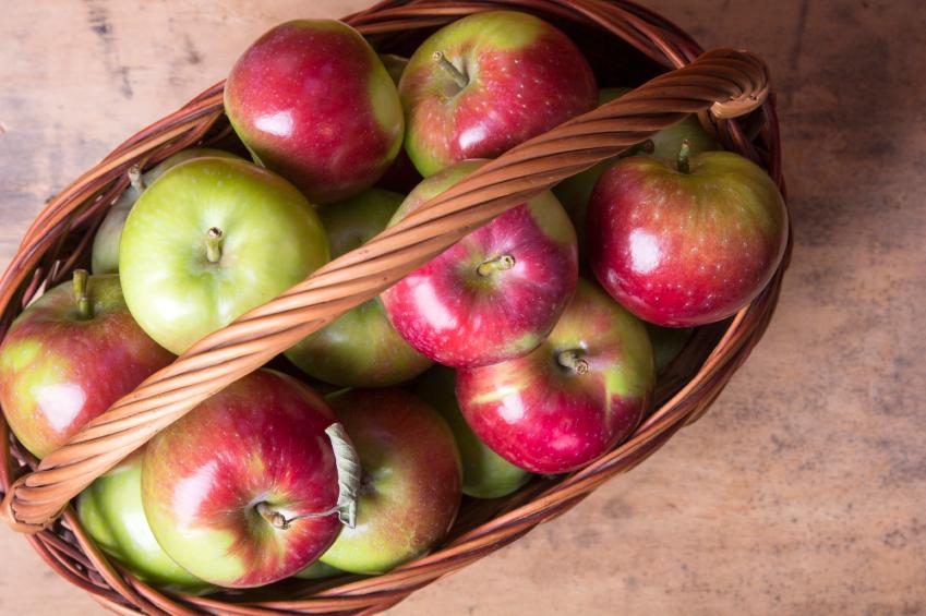 mele frutta iStock_000057143946_Small