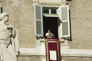 vatican pope francesco bergoglio rome talking window