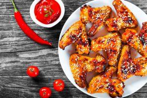 ali pollo carne salsa piccante Salmonella