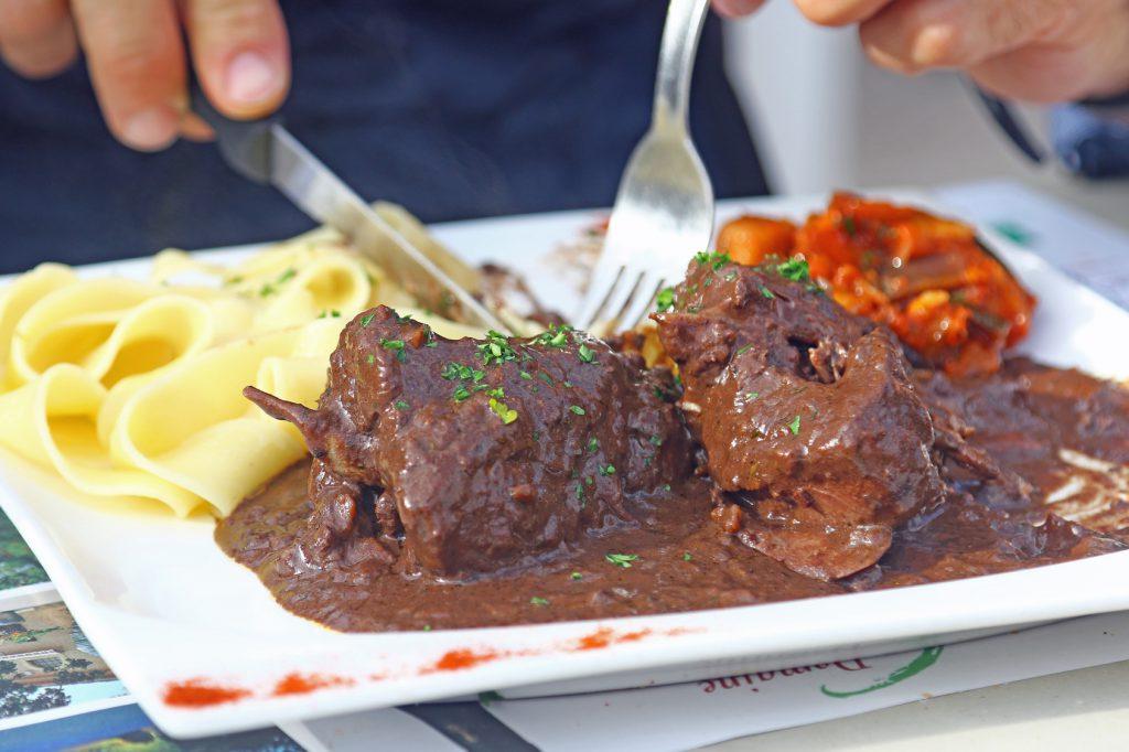 carne piatto piombo