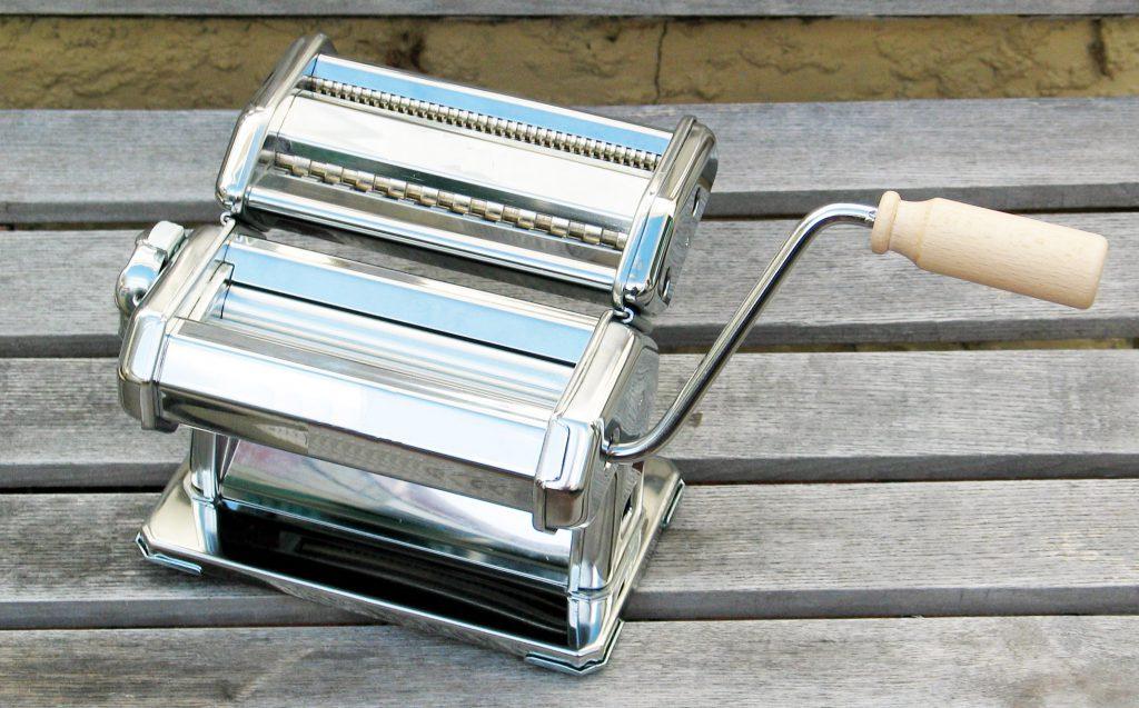 macchina-per-la-pasta-acciaio-wikimedia-commons