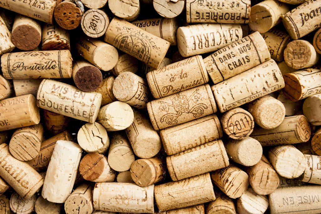 più alla moda eccezionale gamma di stili e colori ampia selezione Tappi di sughero o a vite per vino bianco? Il test promuove ...
